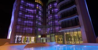 i-Suite Hotel - Rímini - Edificio