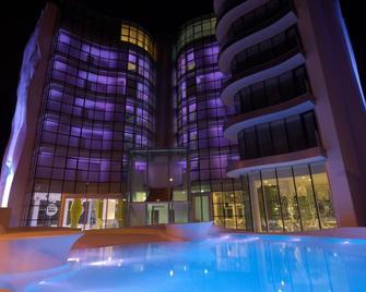 i-Suite Hotel - Rimini - Gebäude