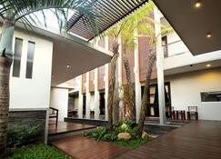 Cozy Boutique Guest House - Malang - Rakennus