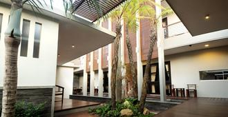 Cozy Boutique Guest House - Malang