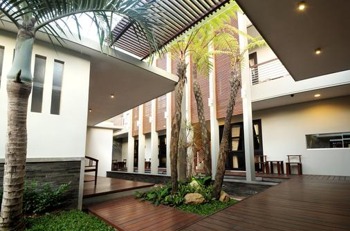 Cozy Boutique Guest House - Malang - Building