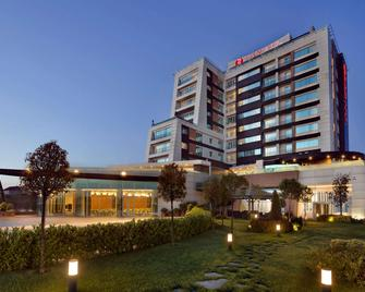 Ramada Plaza by Wyndham Istanbul Asia Airport - Gebze - Building