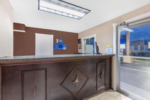 Days Inn by Wyndham Jacksonville - Jacksonville - Front desk