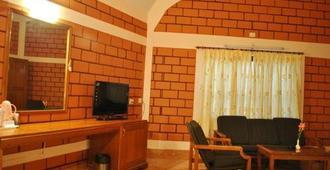 Grand Maurya And Resorts - Mysore - Living room
