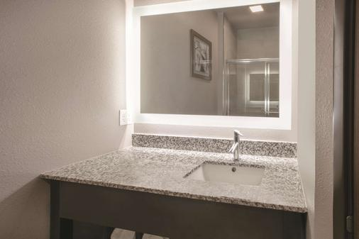 La Quinta Inn & Suites by Wyndham Amarillo Airport - Amarillo - Phòng tắm