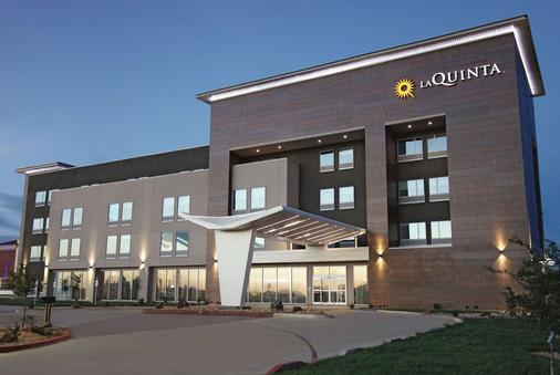 La Quinta Inn & Suites by Wyndham Amarillo Airport - Amarillo - Toà nhà