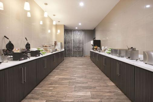 La Quinta Inn & Suites by Wyndham Amarillo Airport - Amarillo - Buffet