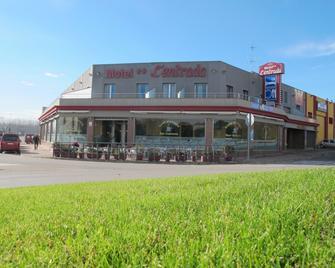 Motel la Entrada - Riudarenes - Building