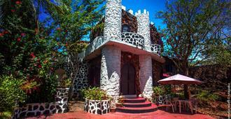 El Castillo Galapagos - פוארטו איורה - בניין