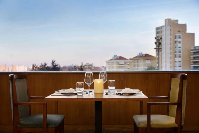 Ramada by Wyndham Lisbon - Lisbon - Balcony