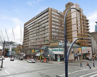 Sandman Hotel Vancouver City Centre - Vancouver - Building