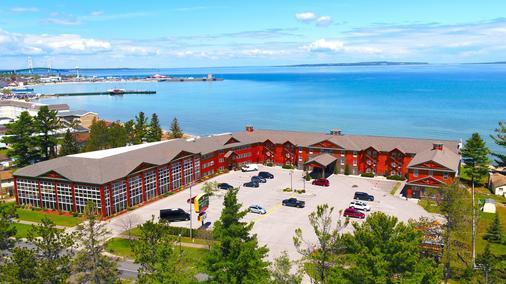 Bridge Vista Beach - Hotel & Convention Center - Mackinaw City