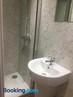 Orme View Lodges - Bangor - Bathroom