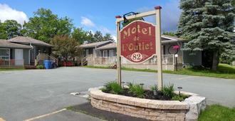 Motel de l'Outlet - Magog - Κτίριο