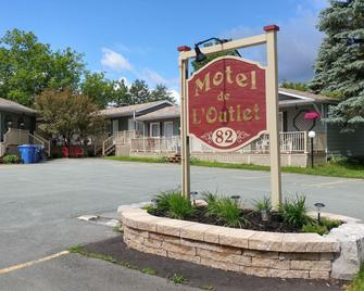 Motel de l'Outlet - Magog - Building