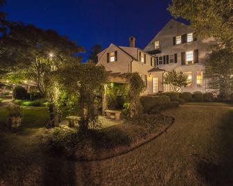 The 1770 House Restaurant & Inn - East Hampton - Building