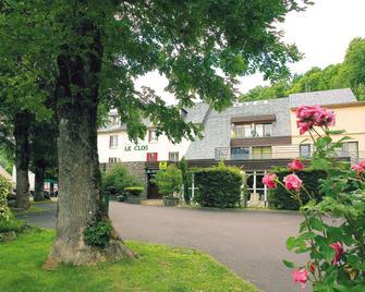 Hôtel Restaurant Le Clos - Besse-et-Saint-Anastaise - Building