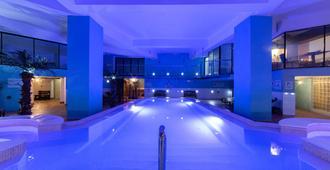 佈雷魯納溫泉酒店 - 斯利馬 - 斯利馬 - 游泳池