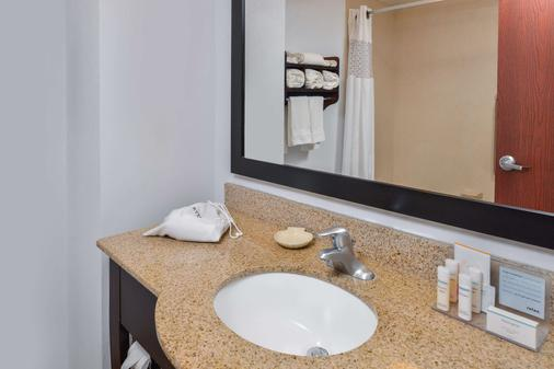 Hampton Inn Gonzales - Gonzales - Bathroom