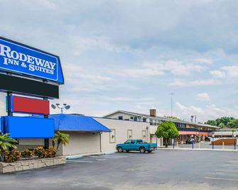 Rodeway Inn and Suites Winter Haven Chain of Lakes - Winter Haven - Edificio