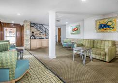 Rodeway Inn & Suites - Winter Haven - Recepción