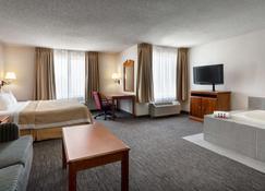 Days Inn & Suites by Wyndham Denver International Airport - Denver - Bedroom