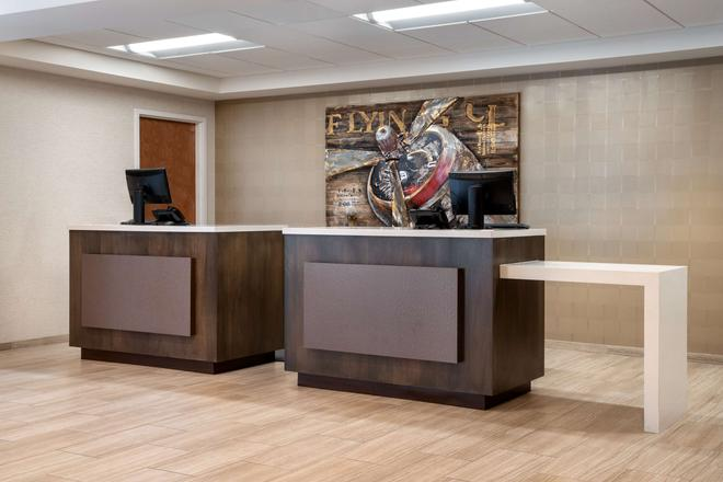 Days Inn & Suites by Wyndham Denver International Airport - Denver - Recepción