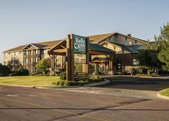 Kelly Inn & Suites Mitchell South Dakota - Mitchell - Building