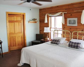 Point Au Roche Lodge - Plattsburgh - Bedroom