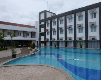 Akshaya Hotel Karawang - Karawang - Bazén