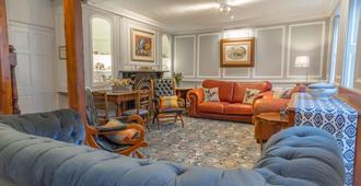 Newport Quay Bed and Breakfast - Newport - Living room