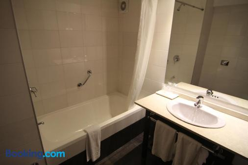 Crystal Tower Hotel - Montevideo - Bathroom