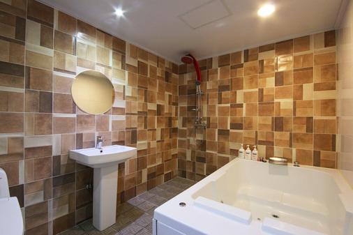 Hotel Oz Oncheonjang - Busan - Bathroom