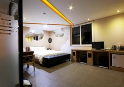 Hotel Oz Oncheonjang - Busan - Bedroom
