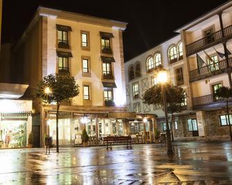 Hotel Los Lagos Nature - Cangas de Onís - Byggnad