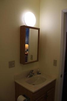 Mother Lode Motel - Placerville - Bathroom