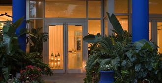 Shore Club South Beach - Bãi biển Miami - Toà nhà