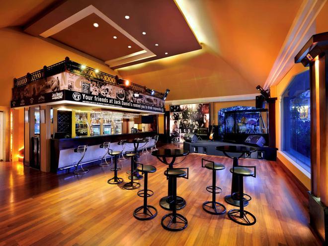 Novotel Solo - Surakarta City - Bar