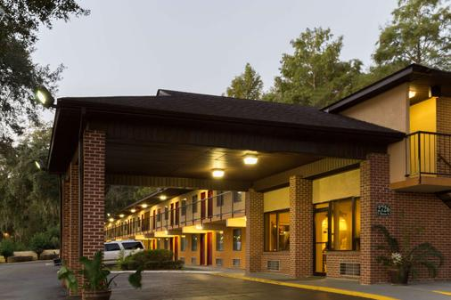 Howard Johnson by Wyndham, Tallahassee - Tallahassee - Building