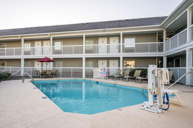 Suburban Extended Stay of Wilmington - Wilmington - Pool