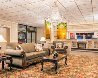 Ramada Hotel & Conference Center by Wyndham Paintsville - Paintsville - Wohnzimmer