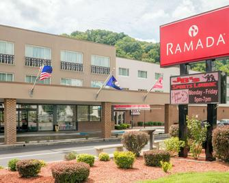 Ramada by Wyndham Paintsville Hotel & Conference Center - Paintsville - Building