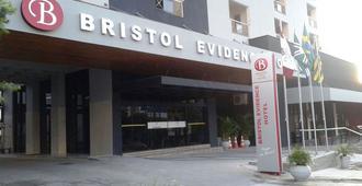 Bristol Evidence - Гояния - Здание