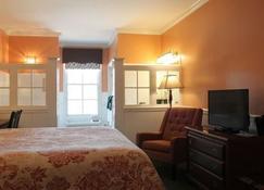 County Clare Irish Hotel & Pub - Milwaukee - Bedroom