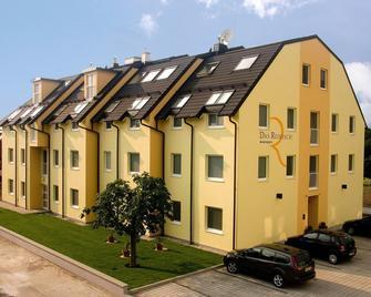 Single Apartment in Schwechat - Schwechat - Gebouw