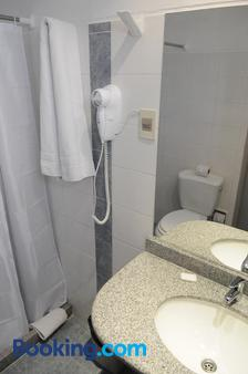 Hotel California - Montevideo - Bathroom