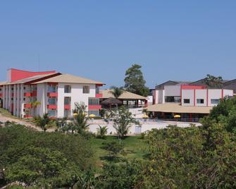 Hotel Bhs - Linhares - Building