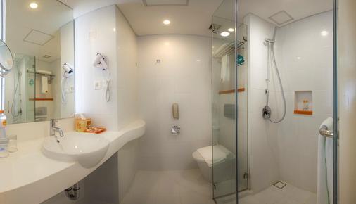 Harris Hotel and Conventions Denpasar Bali - เดนปาซาร์ - ห้องน้ำ