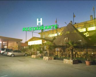 Hotel Restaurante Mirasierra - Baza - Gebäude