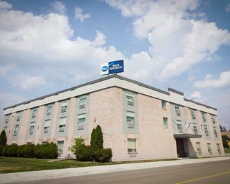 Best Western Swan Castle Inn - Cochrane - Building